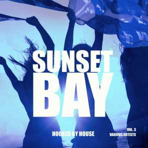 Sunset Bay (Hooked by House), Vol. 3